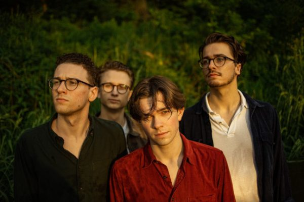 Zespół Jelsa śpiewa o codzienności z przymrużeniem oka. Posłuchaj nowego singla akcji FONOBO Pitcher